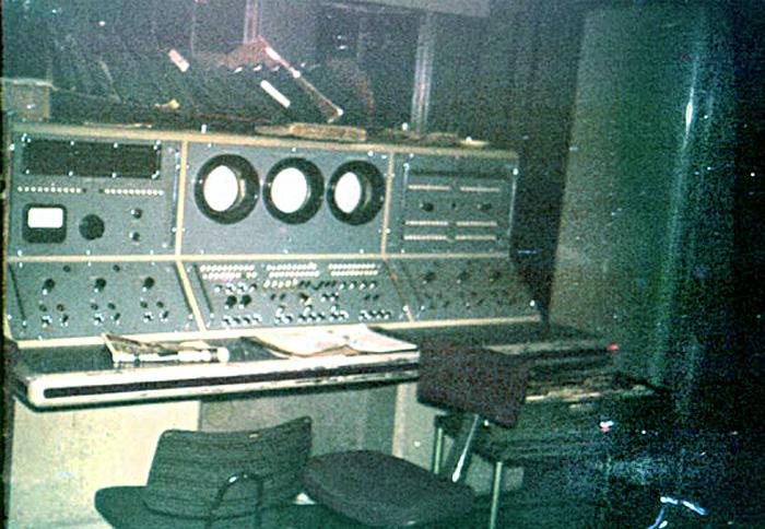 LEO II/9 A  Busy Control Desk?